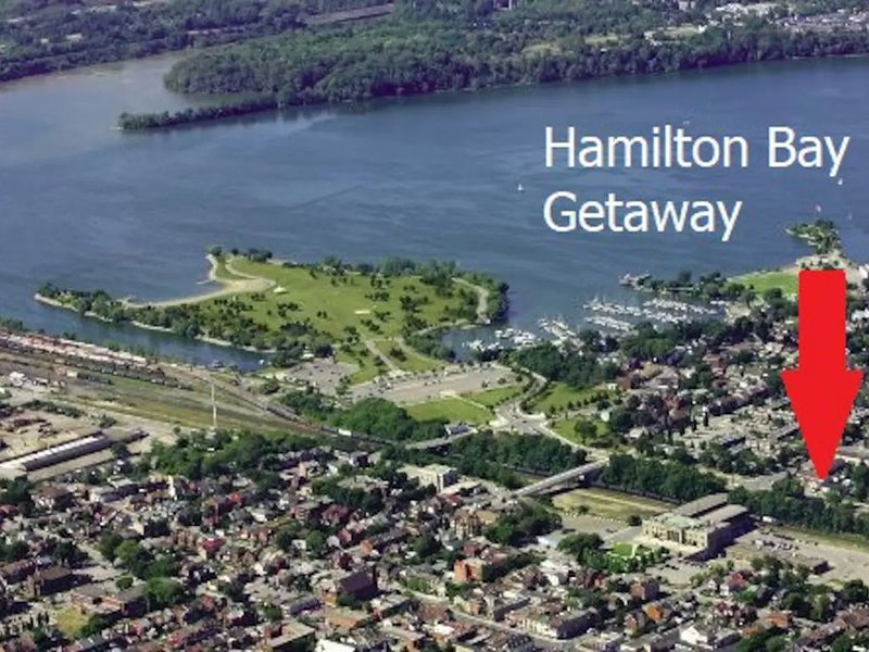 Hamilton Bay Getaway - Whole House steps to Downtown & Free Parking, aluguéis de temporada em Ancaster