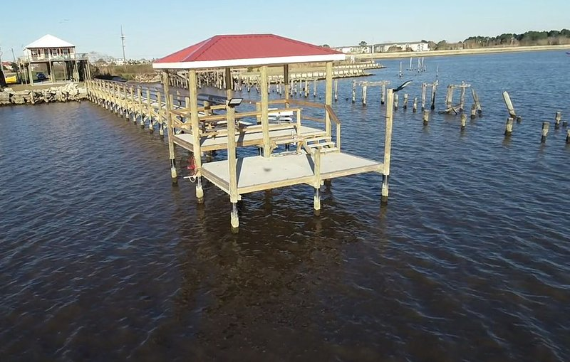 Lake Pontchartrain Slidell Home w/ Private Pier and Dock - close to New Orleans, holiday rental in Slidell