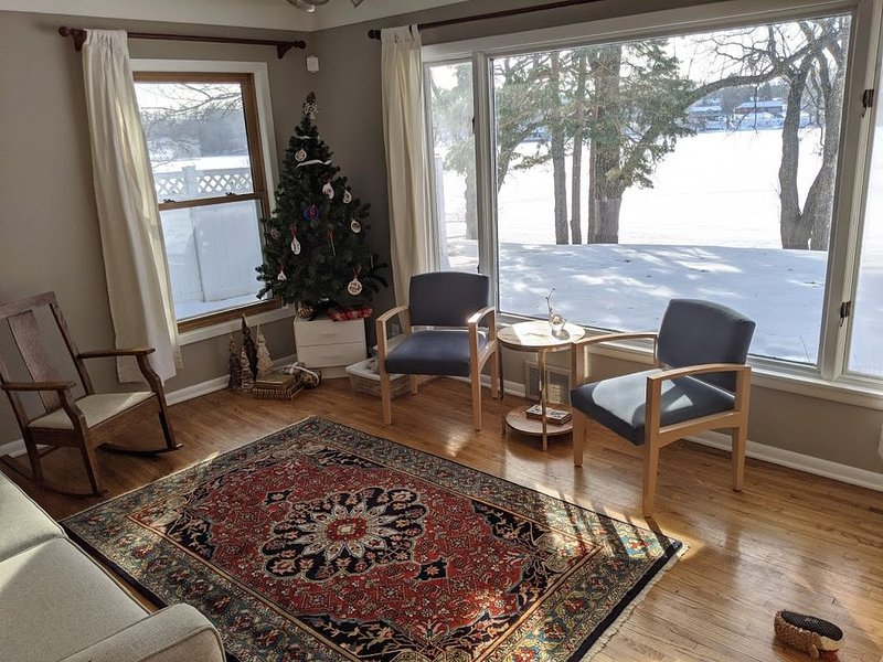 Lakefront home in the heart of St Paul/Minneapolis, vacation rental in Brooklyn Park