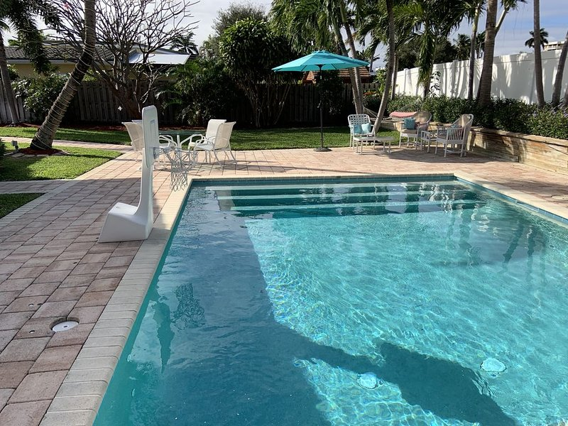 Walk to beach/town in LBTS- HEATED POOL. One bedroom suite with pool paradise. – semesterbostad i Lauderdale by the Sea