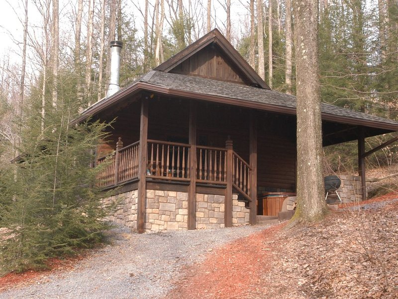 Mill Creek Cabins 7-Beautiful Secluded Luxury Cabins -Near The New River Gorge, holiday rental in Summersville