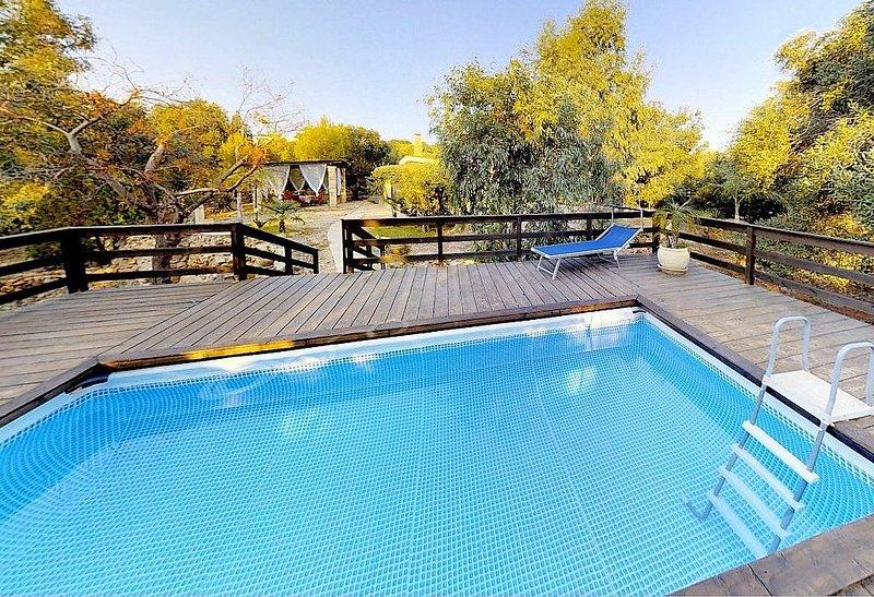 Villa Nivia, rimborso completo con voucher*: Un'accogliente casa indipendente su, holiday rental in Marina di Felloniche