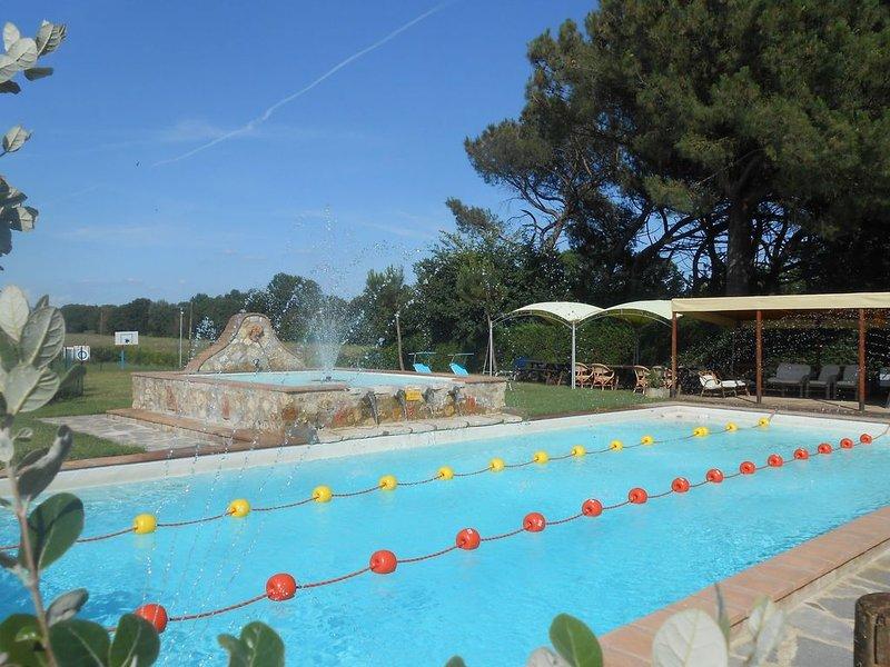 Comfy Farmhouse in Castiglione del Lago with Pool, vacation rental in Castiglione del Lago