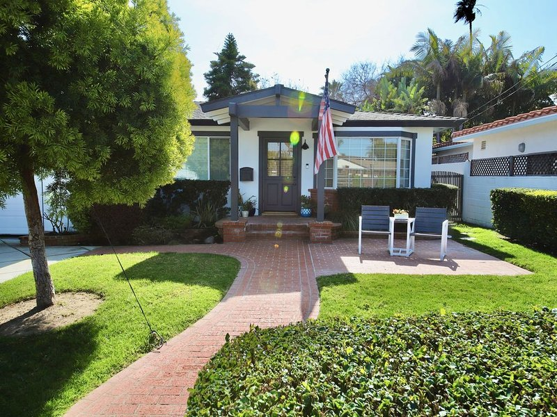 Private Beach home, walk to beach and shops - sleeps 10, vacation rental in Del Mar