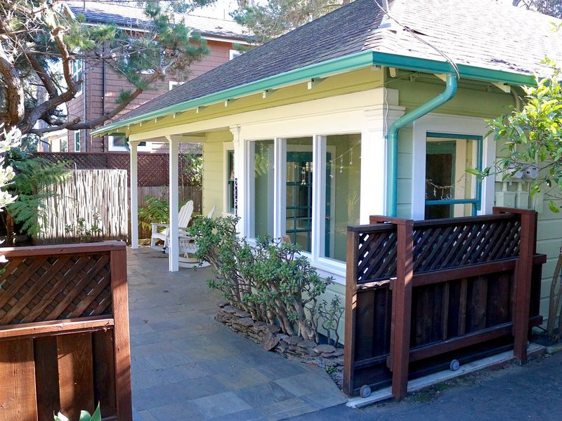 Hawaiian Style Beach House, Ocean View-1 Block from Beach., vacation rental in Santa Cruz