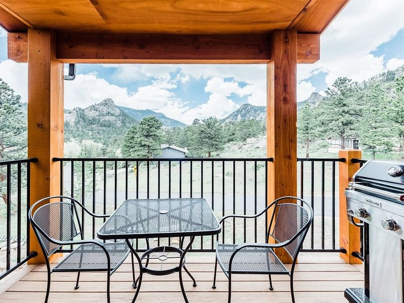 King suite with Rocky Mountain Views with Private Deck and Grill, vacation rental in Estes Park