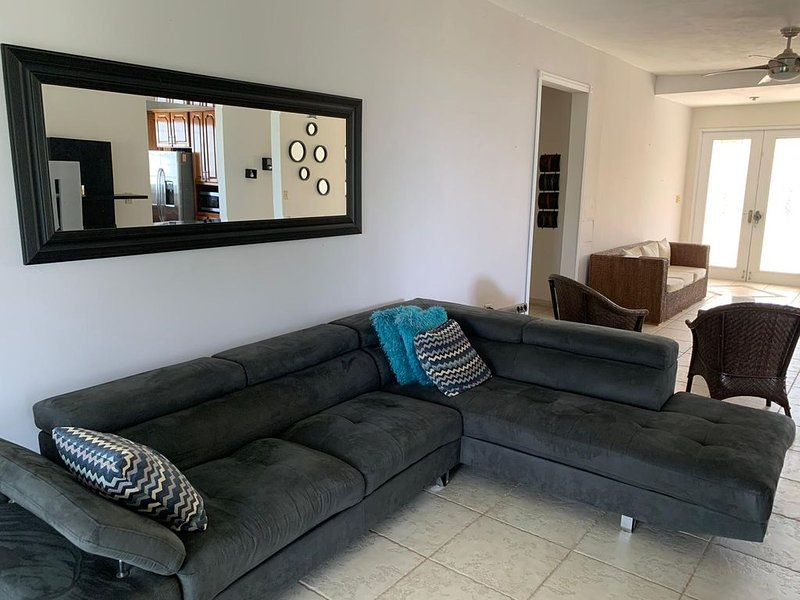 Its a quiet place near the forest.  Hot tub is at is best, vacation rental in Canovanas