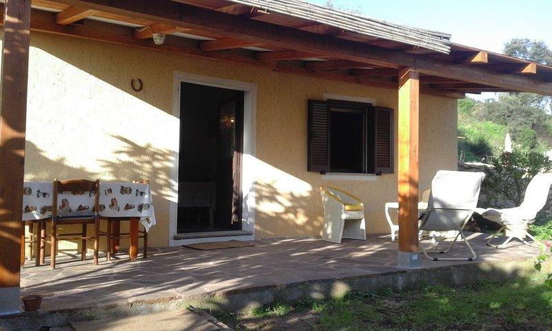 Incantevole casa vicino a Bellissima Spiaggia di Porto Taverna, vacation rental in Vaccileddi