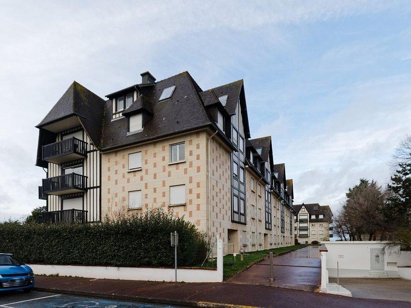 Appartement spacieux à 100 mètres de la plage, vacation rental in Benerville-sur-Mer