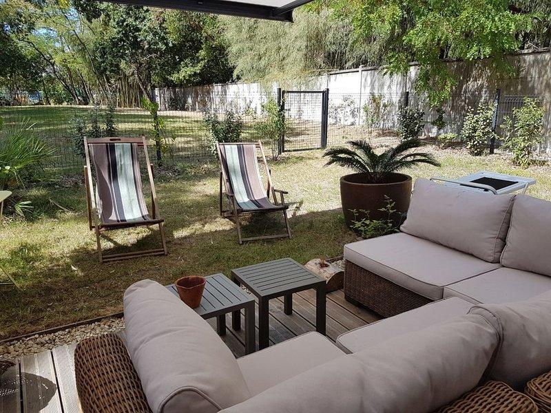 Appartement en rez de jardin. Entouré de verdure, holiday rental in Saint-Jean-d'Illac
