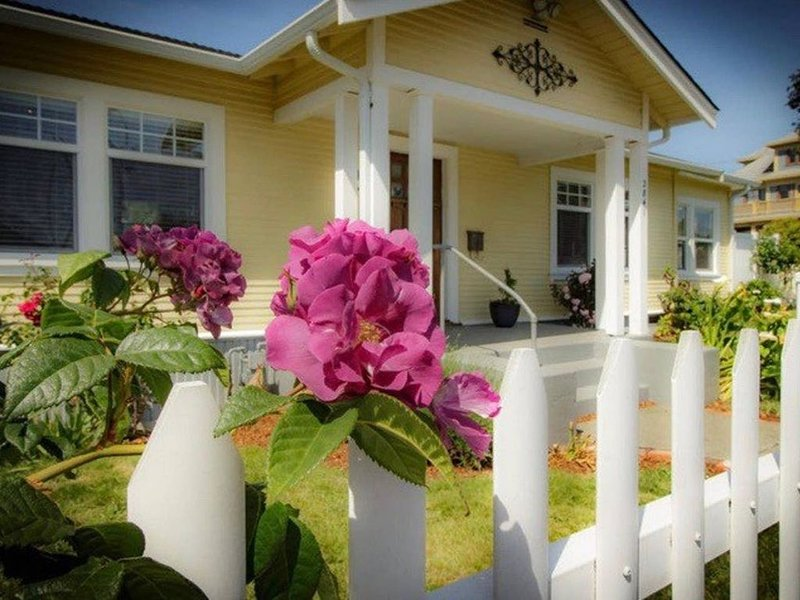 Our rustic, nautical cottage perfect for north coast family fun!, vacation rental in Loleta