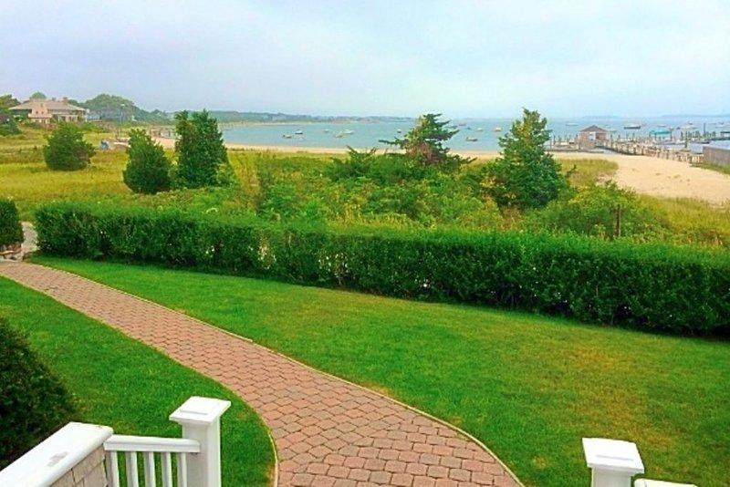 Hyannis Port Home overlooking Ocean, location, location, location!, aluguéis de temporada em Hyannis Port