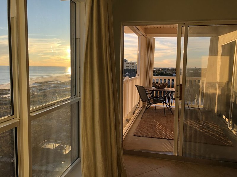 On the BEACH!  Gulf Front, low density condo. 4 bedroom,  GREAT for families!, vacation rental in Perdido Key