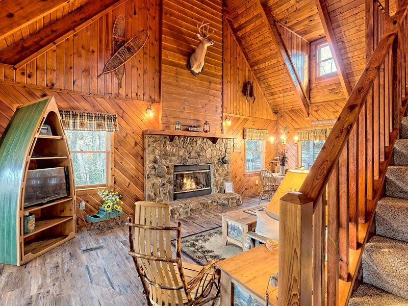 Cabin with breath taking views close to Clayton, hiking trail and waterfall!!, casa vacanza a Long Creek