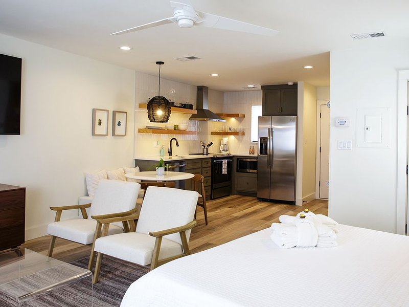 30A Beautifully Remodeled Studio DIRECTLY across from the Beach - The Sonny Spot, holiday rental in Santa Rosa Beach