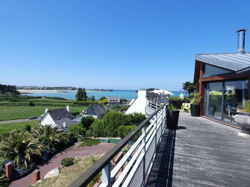 Appartement terrasse VUE MER PANORAMIQUE 8 personnes à 300m des plages, casa vacanza a Pleumeur Bodou