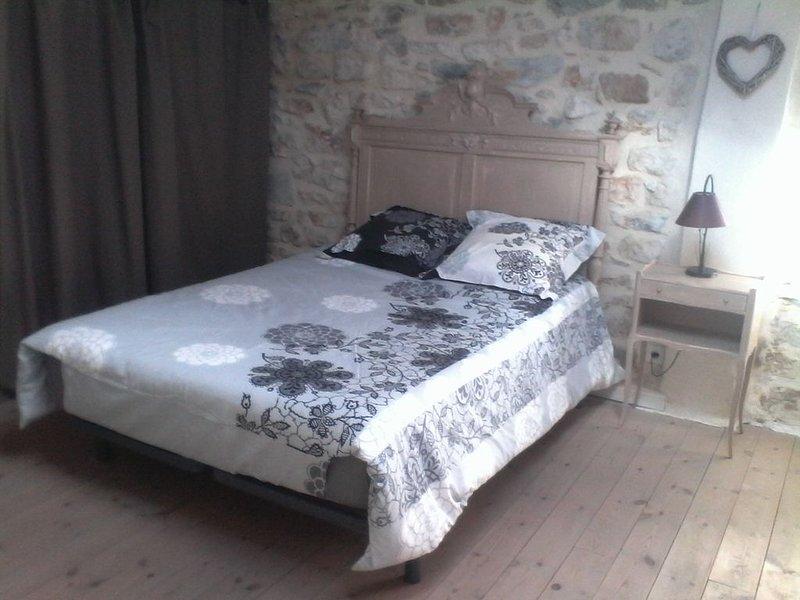 Agréable Maison en pierres gorges Ardèche, holiday rental in Gras