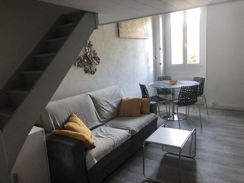 RIVIERA PALACE.Studio entièrement rénové 12/2019, tout équipé, de 30m²+mezz 9M², holiday rental in Menton