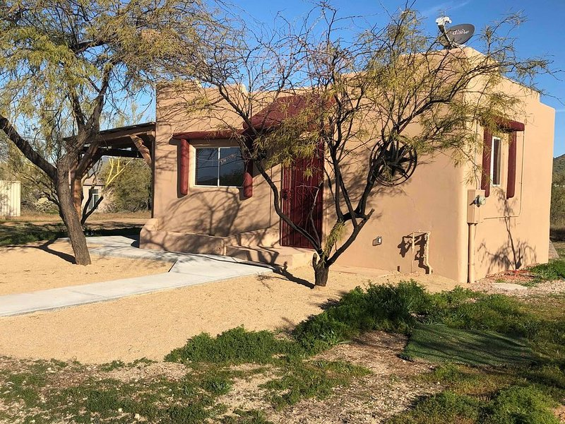 Easy to self isolate in the private casita on it's own one acre property, holiday rental in New River
