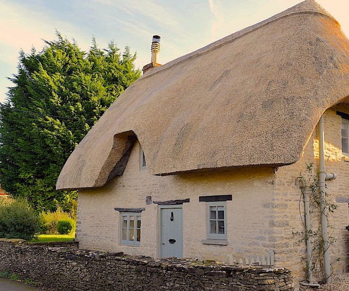 The Perfect Cotswold Cottage for Two, vacation rental in Kemble