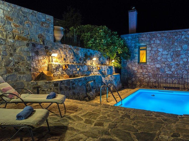 MOUNTAIN PARADISE WITH PRIVATE POOL VILLA GALATIA, holiday rental in Frangokastello