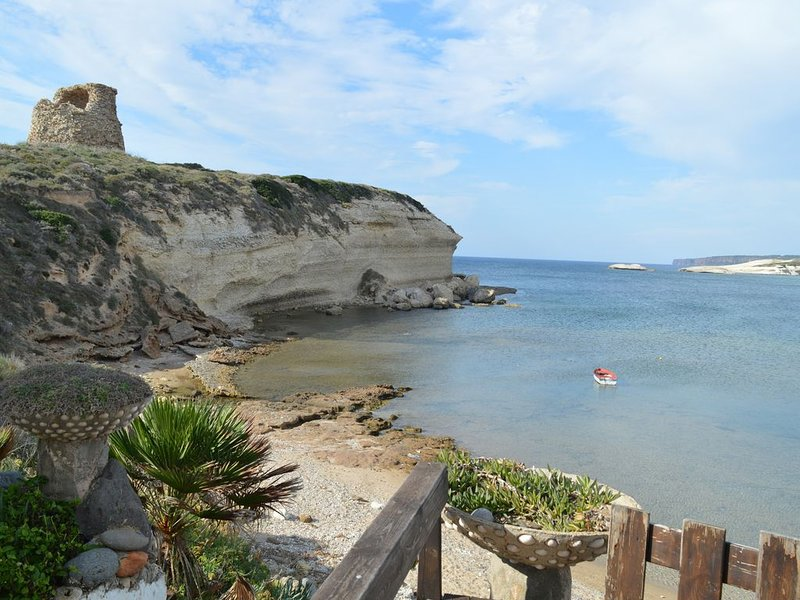 Waves' House in front of the sea, holiday rental in Cuglieri