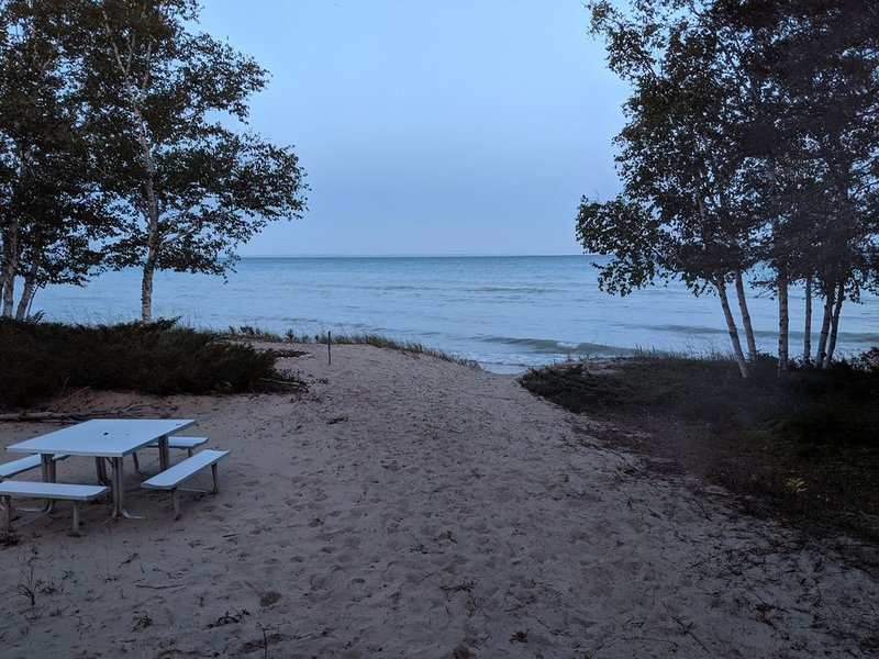 Cozy cabin on Cable Bay, holiday rental in Beaver Island