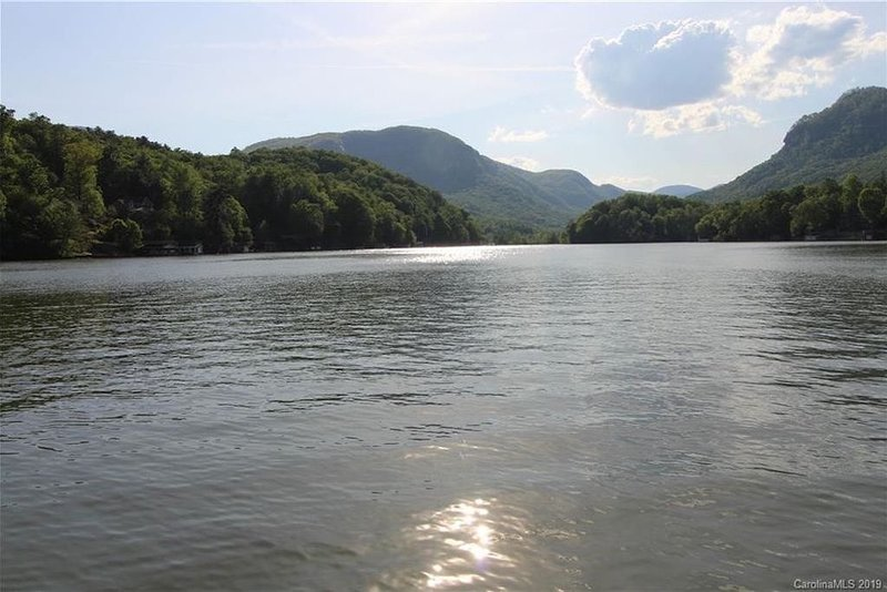 Idle Speed- The Ultimate Lake Lure Escape!, alquiler vacacional en Chimney Rock