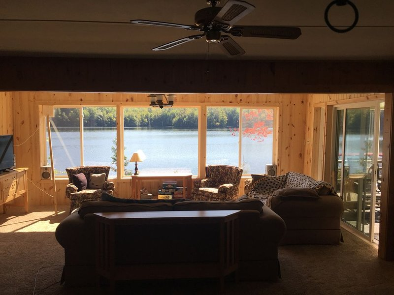 Seven Island Lakefront Cottage - Traditional Wisconsin Cottage, holiday rental in Heafford Junction