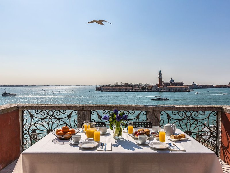 Ca' del Santo Terrace and Canal View, vacation rental in Giudecca