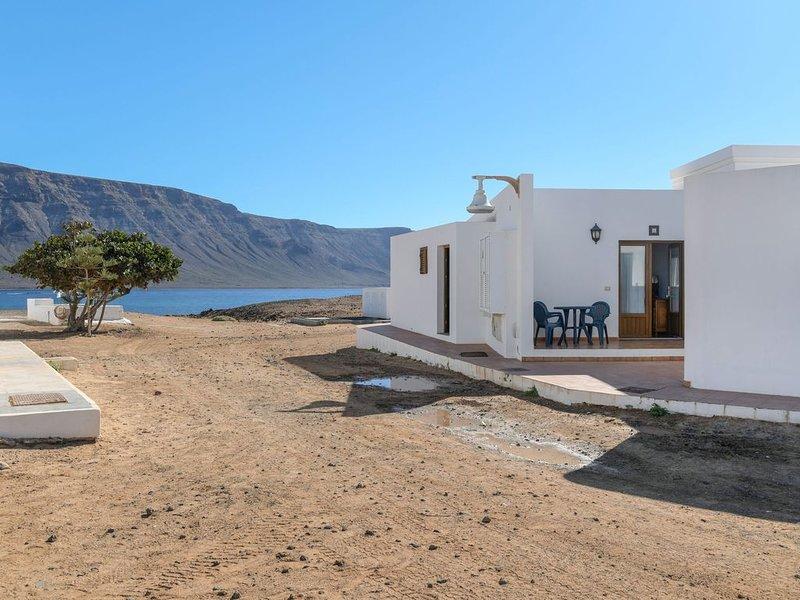Schönes Ferienappartement Flor D mit Meerblick, Bergblick, WLAN und Terrasse, alquiler de vacaciones en Caleta de Sebo