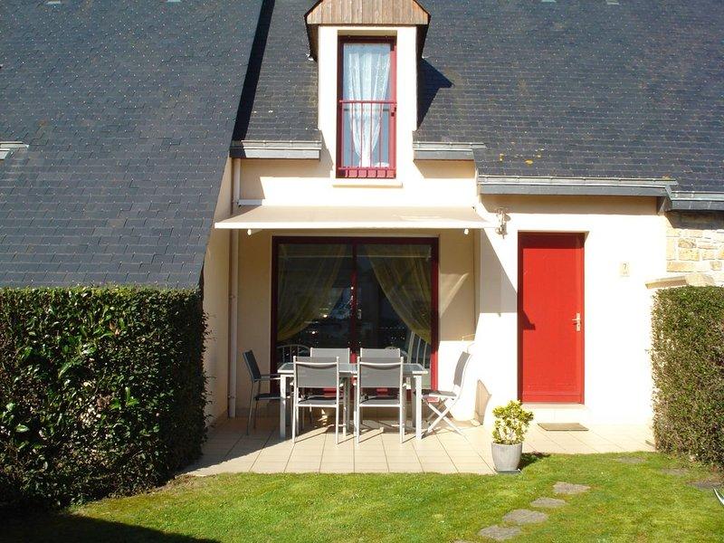 Maison dans une résidence privée avec piscine sur le CAP d'ERQUY, vacation rental in Erquy