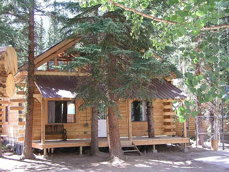 Log home 4 bed 2 bath on the river waterfall view porches ATV drive-in/out, casa vacanza a Lake City