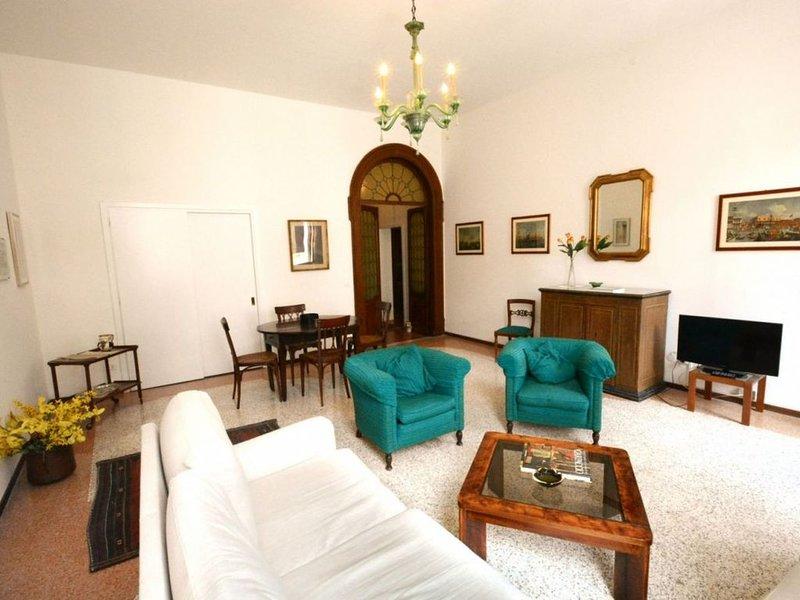 Appartamento al secondo piano in meraviglioso palazzo storico, holiday rental in San Nicolo