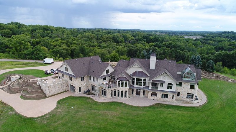 Minnestay* IG Expansive Elegance Estate | PRIVATE MANSION | 78 Acres | Indoor Po, casa vacanza a Hastings