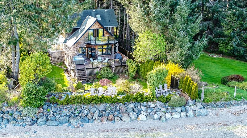 Waterfront Beach House with Garden Oasis!, vacation rental in Sooke