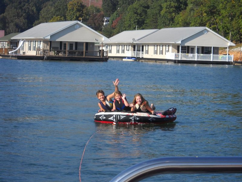 Enjoy a Floating Holiday on Norris Lake at Springs Dock Marina., holiday rental in Duff