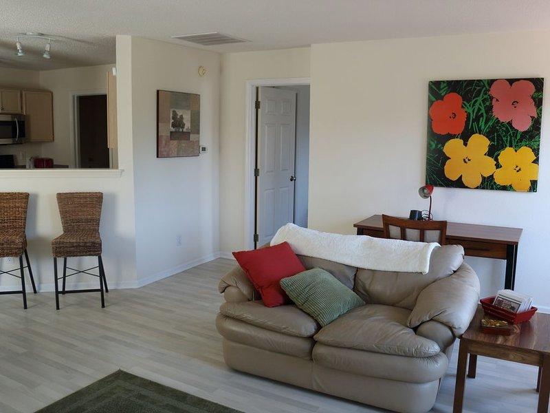 2 Bed/2 Bath Cozy Home Mid-Town Carmel on Small Pond/Heated Garage, location de vacances à Noblesville