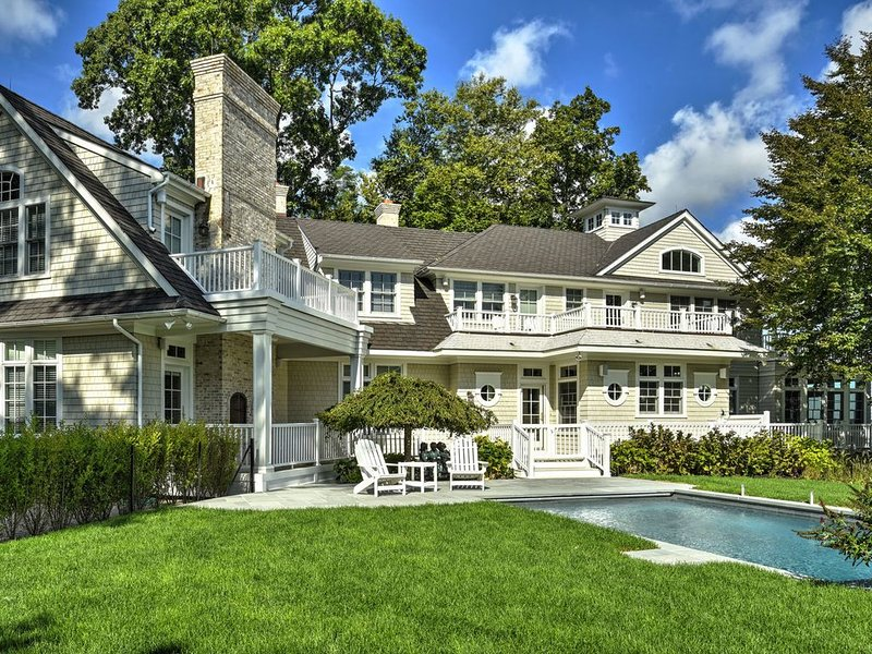 Gorgeous, tranquil 9000 Sq Ft home on Dering Harbor, vacation rental in Shelter Island