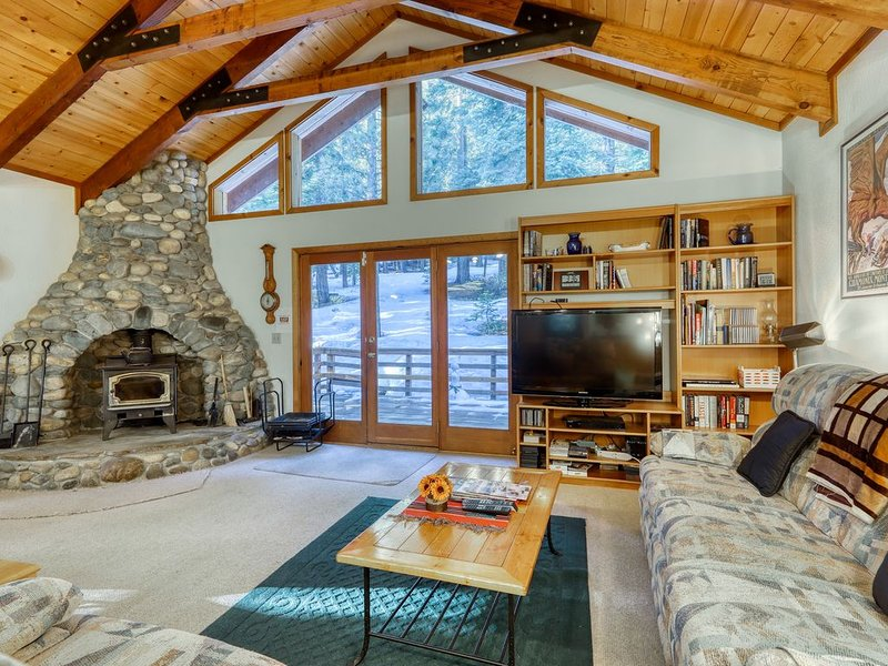 Peaceful home w/ a dry sauna & upgraded WiFi - near golf, skiing, & town – semesterbostad i Tahoe Vista