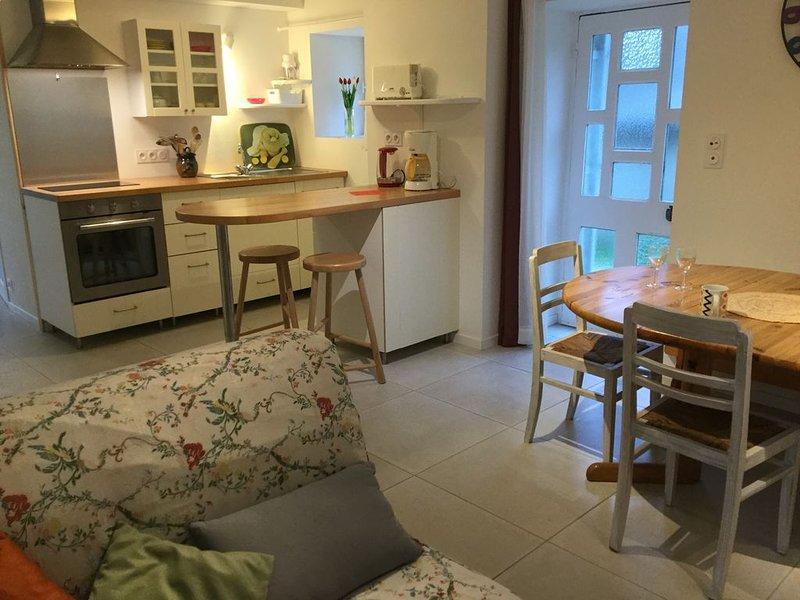 petite maison en pierres dans un site de caractère, holiday rental in Le Cloitre-Saint-Thegonnec