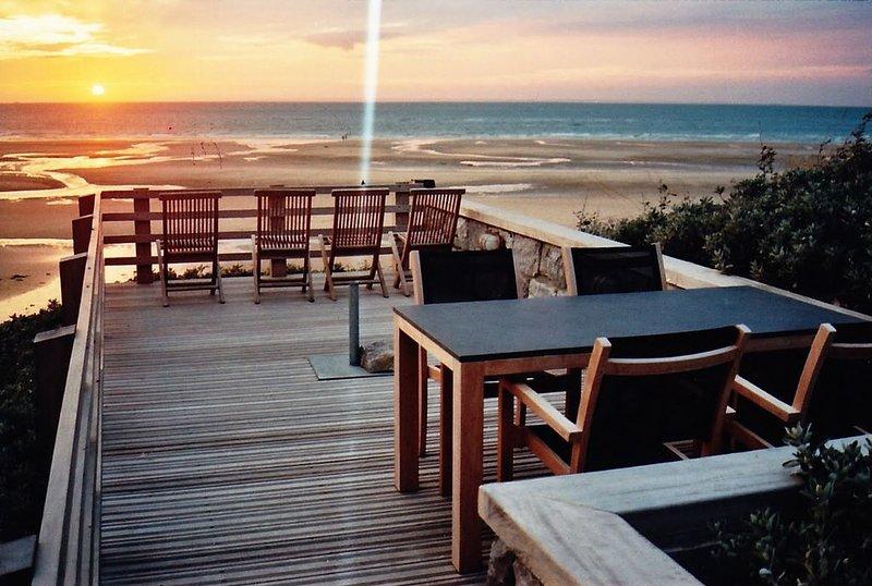 villa  devant la mer , pieds dans l'eau /2 appartements, vacation rental in Bleriot-Plage