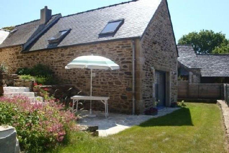Morlaix, Gîte Dans Cadre Champêtre et Reposant à 8 km de la Mer, holiday rental in Le Cloitre-Saint-Thegonnec