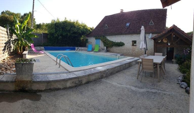 GITE INDÉPENDANT TYPIQUEMENT PÉRIGOURDIN  8 PERS AVEC PISCINE CHAUFFEE  PRIVEE, vacation rental in Saint-Geyrac