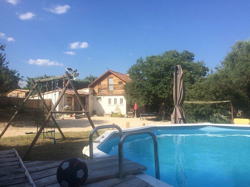 Maison 110m2 + piscine,  Sans voisins,  en Campagne entre Uzès et Cévennes, aluguéis de temporada em Brouzet-les-Ales