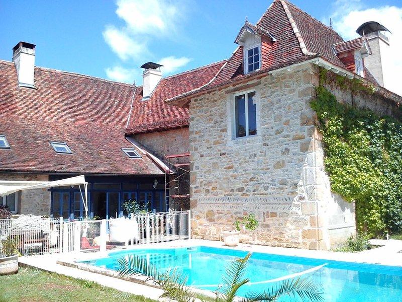 Gîte 10 à  18 personnes avec piscine 4 à 7 chambres, location de vacances à Orion