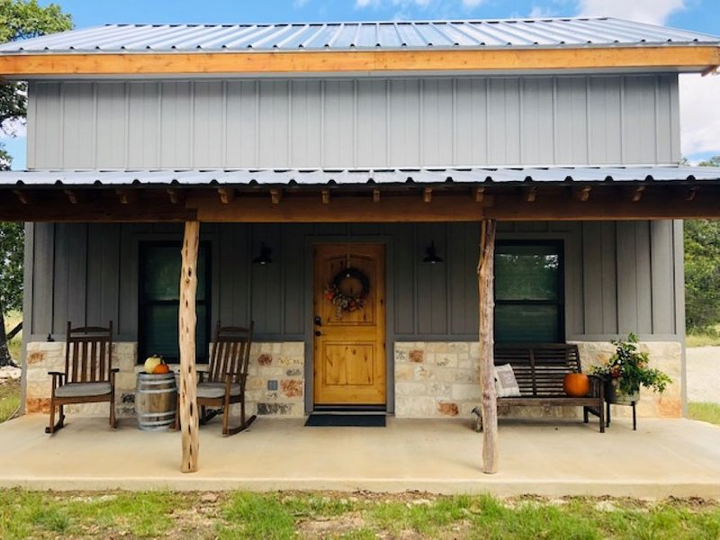 Fredericksburg Charming Country Cabin, holiday rental in Comfort