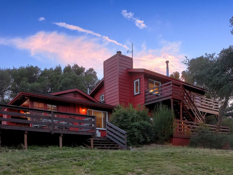 The Bass Lake Adventure House, casa vacanza a North Fork
