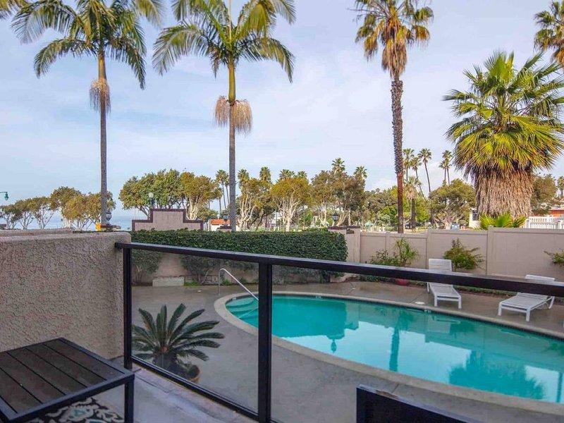 OCEAN Views! Beach townhome, 3+ loft/3 bth, pool/hot tub, casa vacanza a Rolling Hills Estates