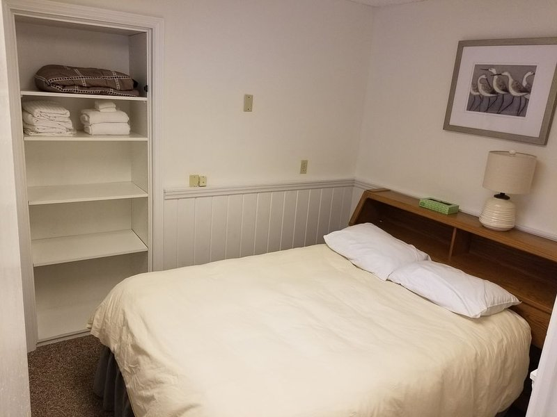 Lakeside Junior Suite, holiday rental in Lake George